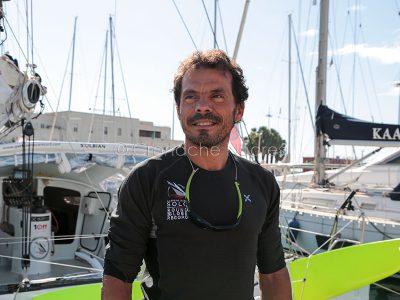 Cagliari. Gaetano Mura alla partenza per il giro del mondo in solitaria (foto S.Novellu)