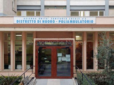 Nuoro, l'ingresso al Poliambulatorio (foto Cronache Nuoresi)