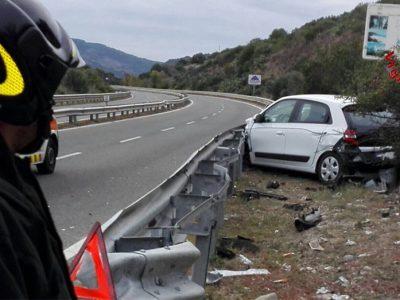 L'auto dopo l'incidente (foto Vigili del Fuoco)