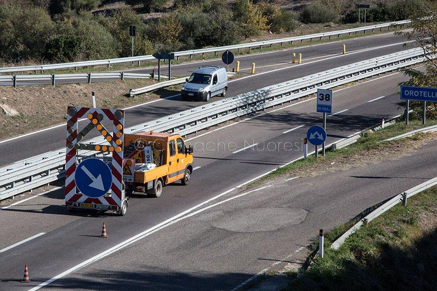 Traffico deviato sulla 131 in direzione di Orotelli