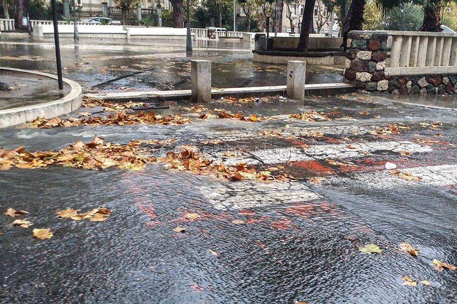 Nuoro, i Giardini di p.zza V.Emanuele sotto la pioggia (foto S.Novellu)