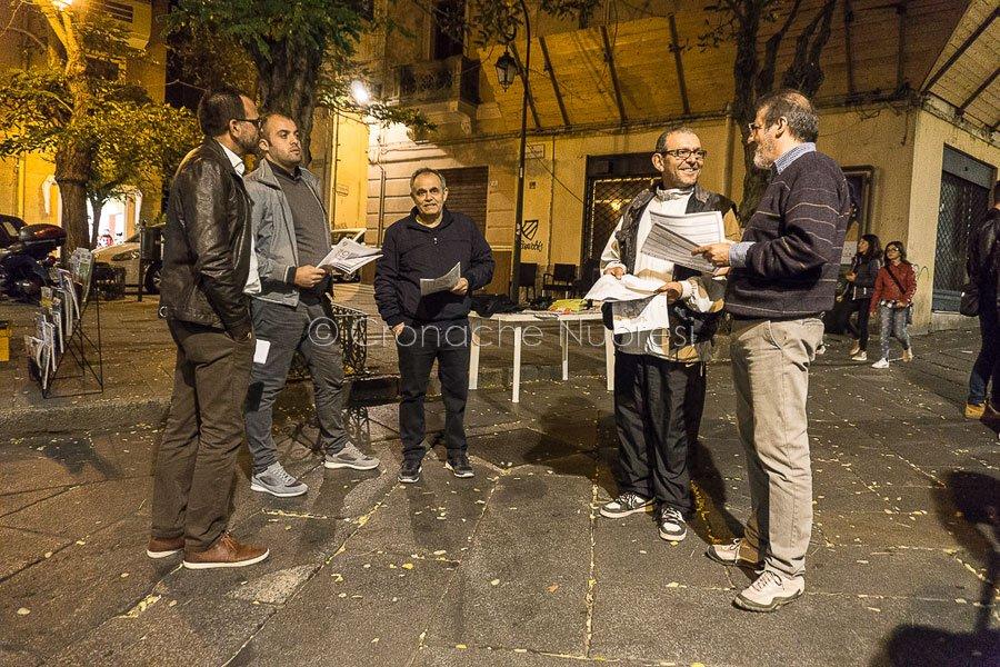 Il banchetto del Movimento 5 stelle a Nuoro (foto Cronache Nuoresi)