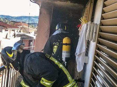 I Vigili del fuoco domano le fiamme