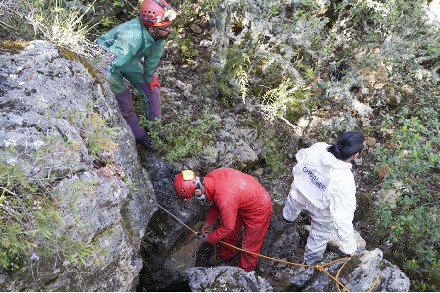 Lo scheletro ritrovato dagli speleologi appartiene a Bernardo Olianas ucciso nel 1996