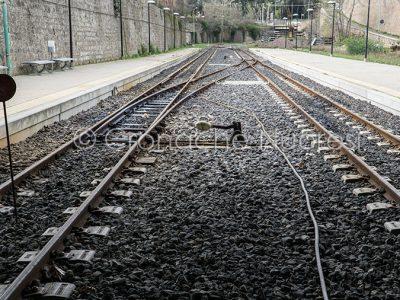 I binari vuoti della stazione ferroviaria di Nuoro (foto S.Novellu)