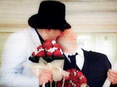Il bacio tra Andrea e Antonio subito dopo il Si