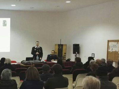 Un momento dell'incontro di prevenzione e sensibilizzazione su truffe e rapine organizzato dai Carabinieri di Seui