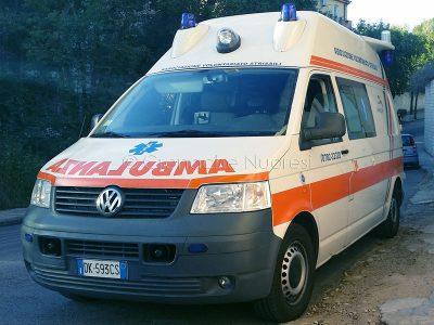 Ambulanza (foto Cronache Nuoresi)