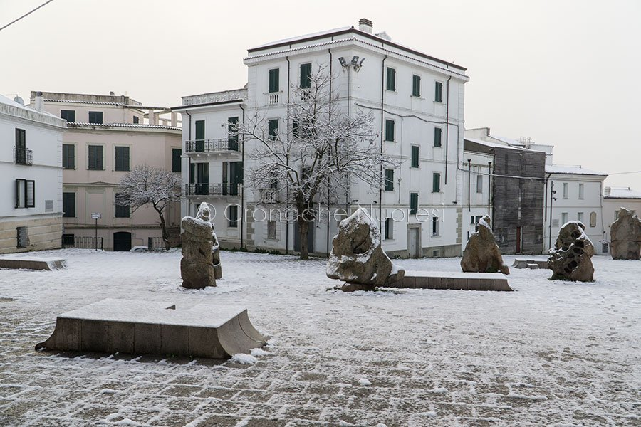 Nuoro, piazza Satta sotto la neve (foto S.Novellu)
