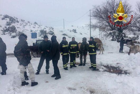 Le squadre dei Vigili del fuoco dopo il recupero dei dispersi a TalanaLe squadre dei Vigili del fuoco dopo il recupero dei dispersi a Talana