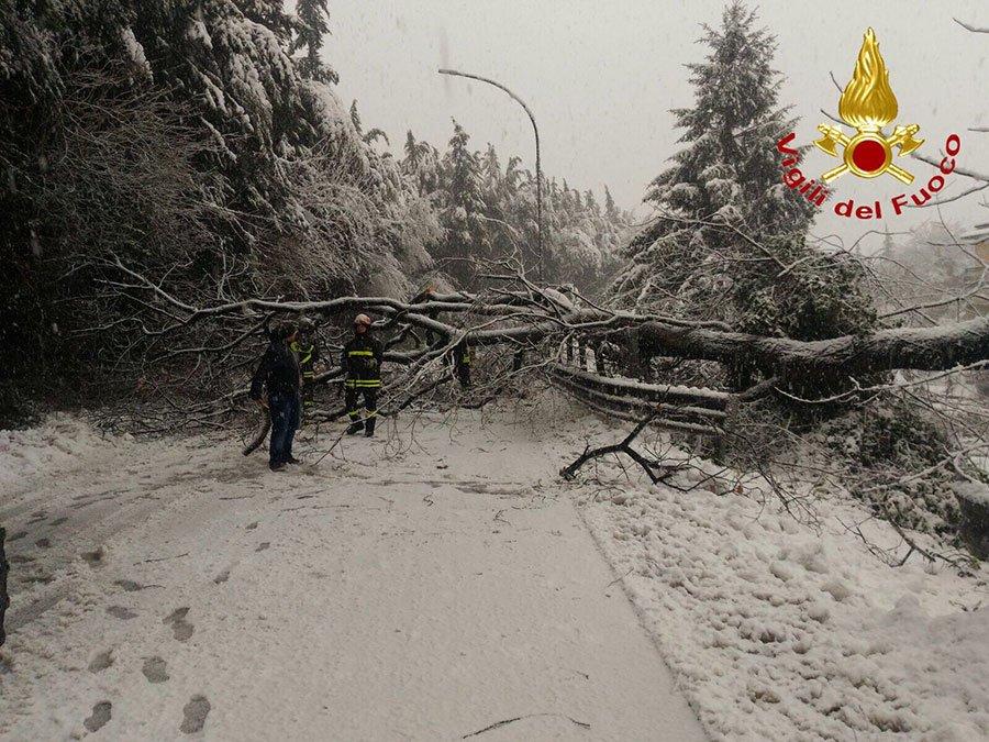 Emergenza neve: disagi per le guardie mediche e servizi ospedalieri nel Nuorese e in Ogliastra