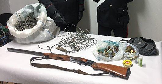 L'arma e le munizioni sequestrati