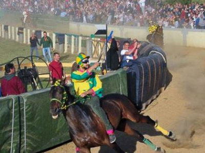 Il fantino di Orosei Andrea Chessa vince il palio di Sant'Anselmo (foto VTNews)