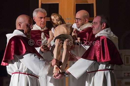 Nuoro rivive il sacrificio di Cristo nella sacra rappresentazione de S'Iscravamentu