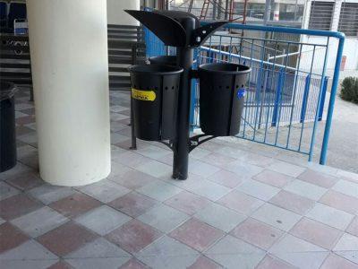 I cestini per la raccolta della differenziata nel presidio ospedaliero di Lanusei