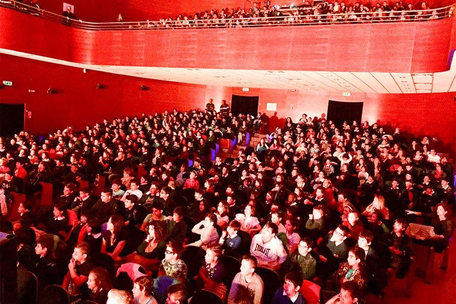 Gli studenti presenti al teatro Eliseo per il progetto