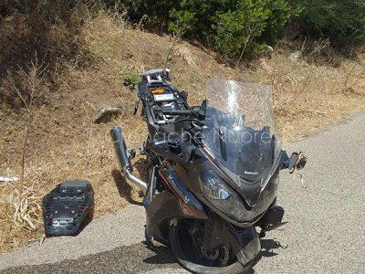 La moto del turista tedesco dopo l'incidente