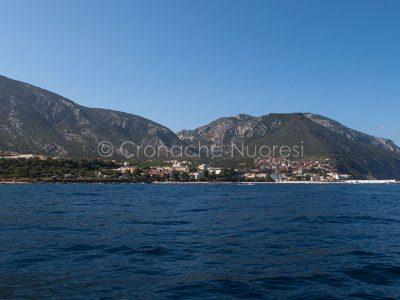Uno scorcio di Cala Gonone dal mare (foto S.Novellu)
