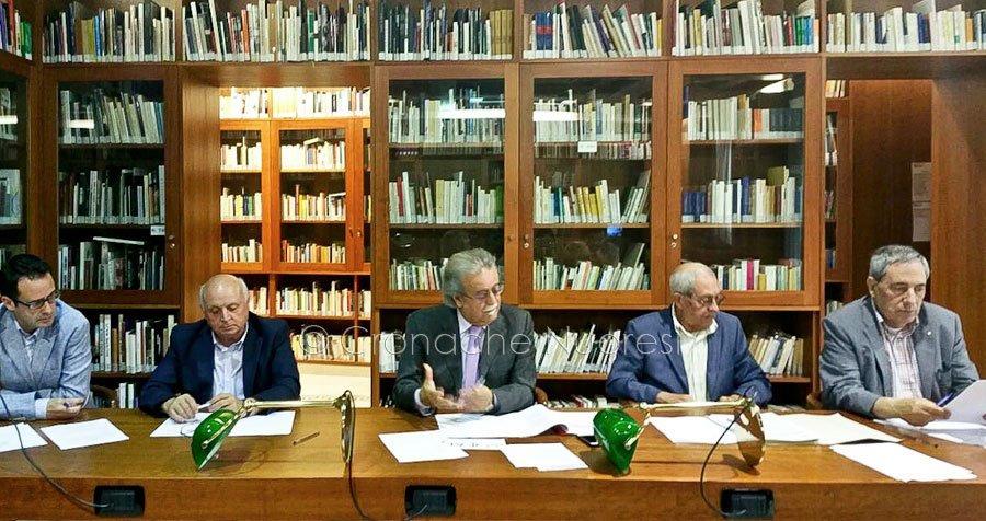 Il direttivo dell'ISRE durante la conferenza di presentazione dell'evento (foto Cronache Nuoresi)