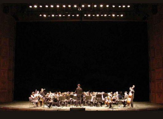 "La Berliner Philarmoniker Orchestra mentre esegue ""Non potho reposare"""