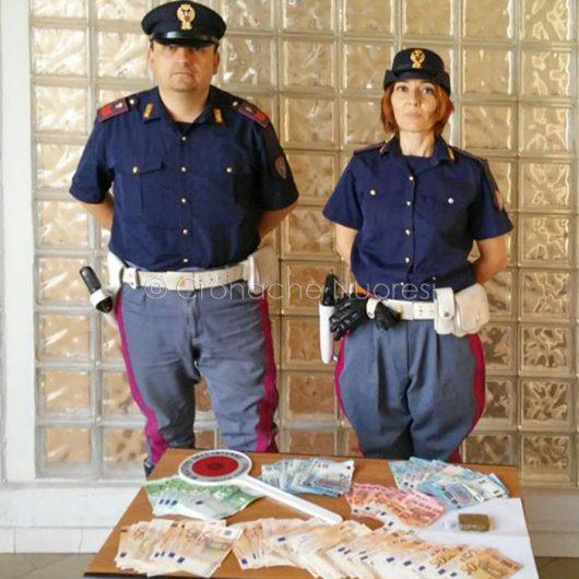 I soldi e la droga sequestrati dalla Polizia stradale