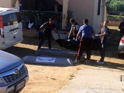 Il corpo di Erika Preti mentre viene portato via dalle Forze dell'Ordine