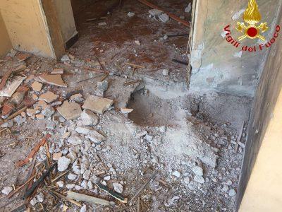 I particolari dei danni alla struttura