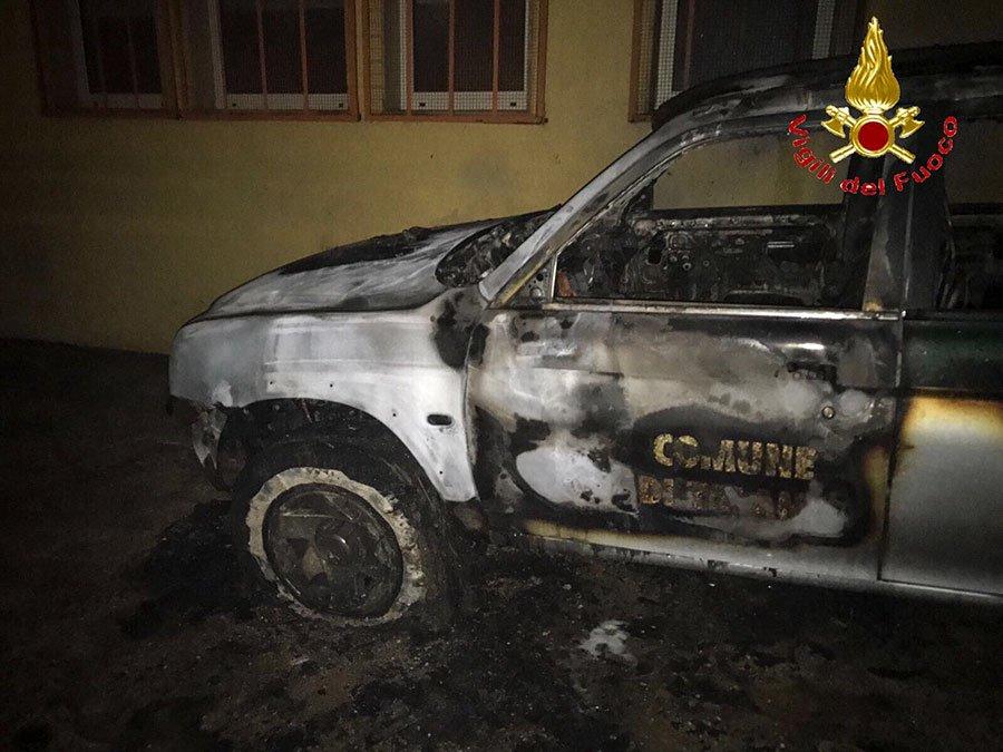 Talana, uno dei mezzi distrutti dal fuoco