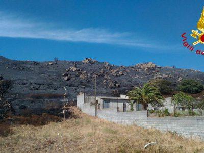 Il territorio di Sarule devastato dall'incendio di oggi