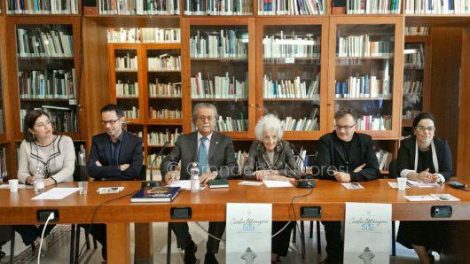 """ISRE. Conferenza stampa per la mostra """"Isole"""" di Cecilia Mangini (foto Cronache Nuoresi)"""