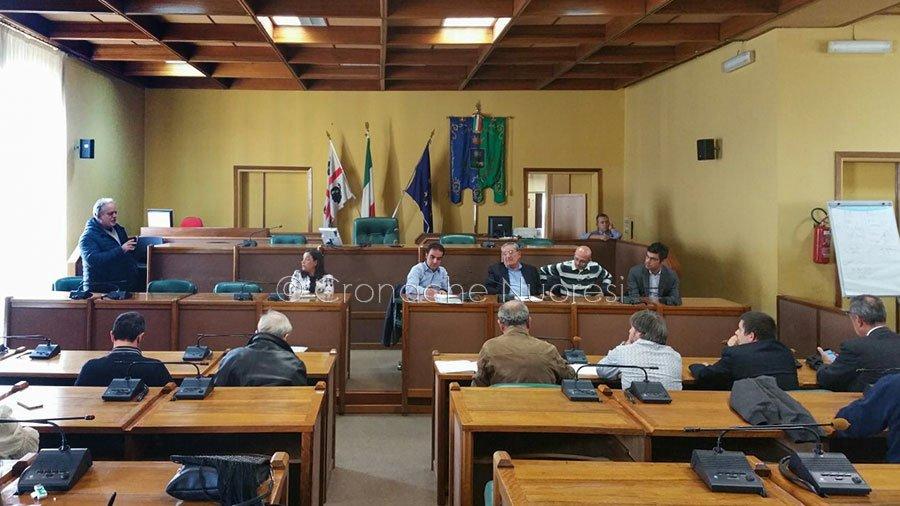 L'assemblea pubblica su Testimonzos (foto C. Nuoresi)