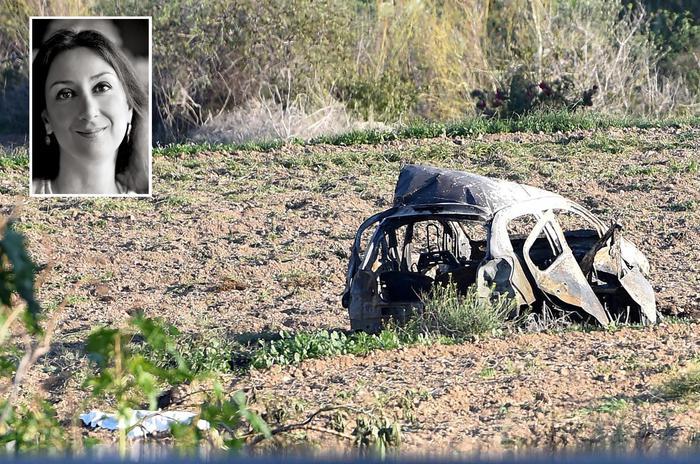 L'auto della giornalista Daphne Caruana Galizia dopo l'esplosione