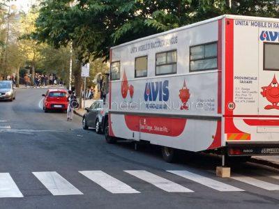 L'autoemoteca AVIS in via Veneto (foto S.Novellu)