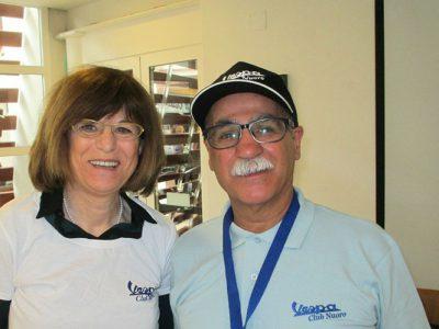 L'assessore Maria Boi e il presidente della Vespa Club