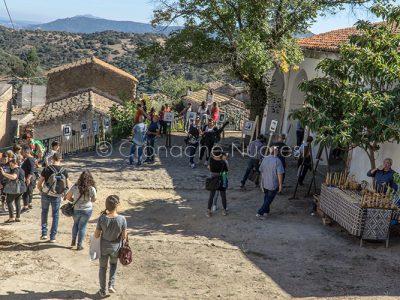 Lollove, il piazzale di antistante la chiesa (foto S.Novellu)