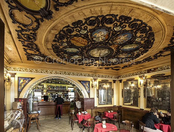 Nuoro, l'interno dello storico Caffè Tettamanzi (© foto S.Novellu - Tutti i diritti riservati)