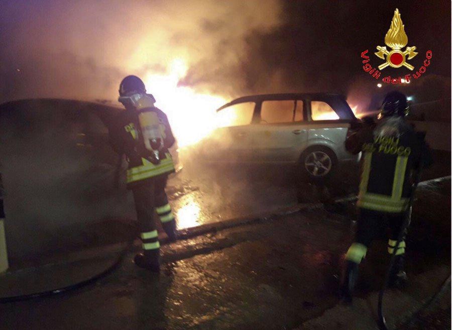 Budoni, le due auto prese di mira dagli incendiari