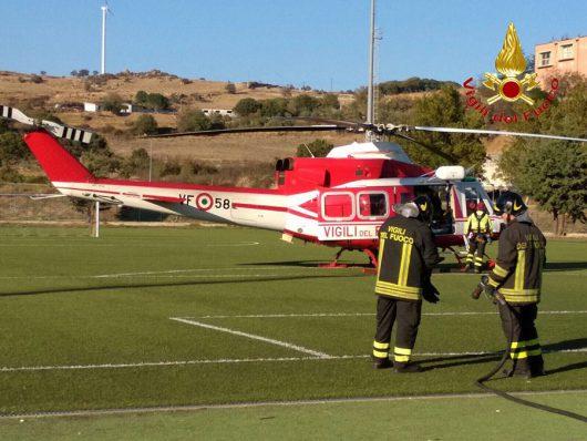 L'atterraggio dell'elisoccorso al campo sportivo di Bitti