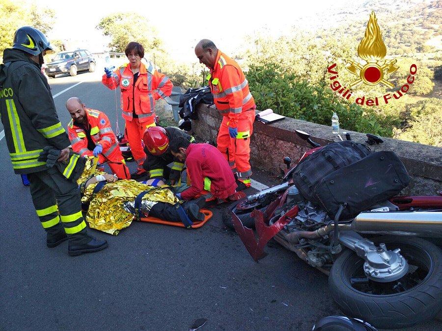 L'intervento di soccorso al motociclista