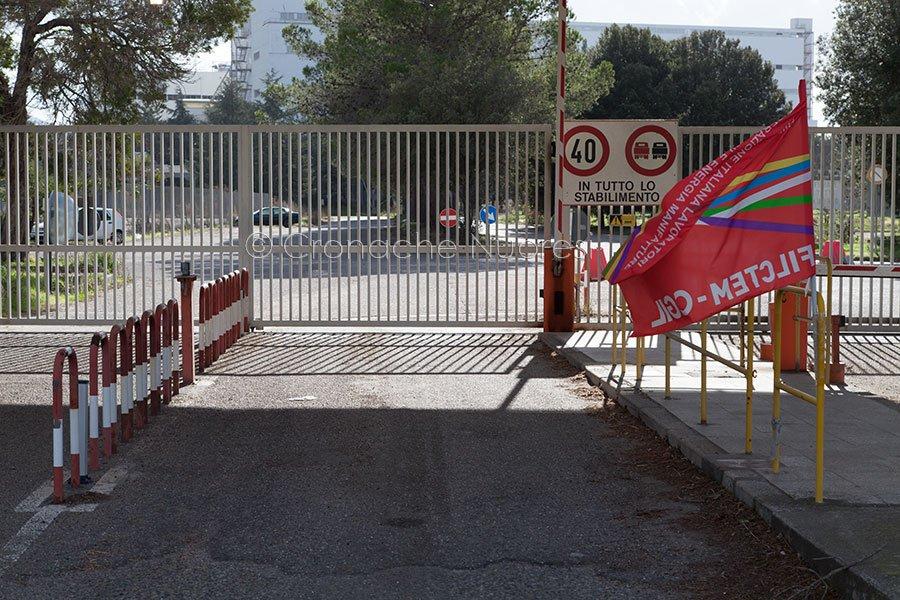 Cancelli chiusi a Ottana Polimeri (© foto S.Novellu)