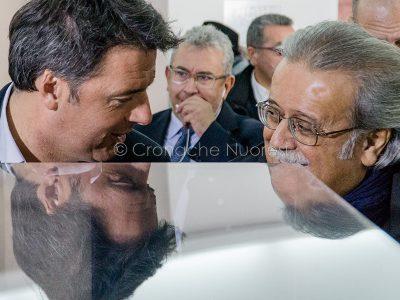 Nuoro, Matteo Renzi con il presidente dell'ISRE Giuseppe Pirisi (© foto S.Novellu)