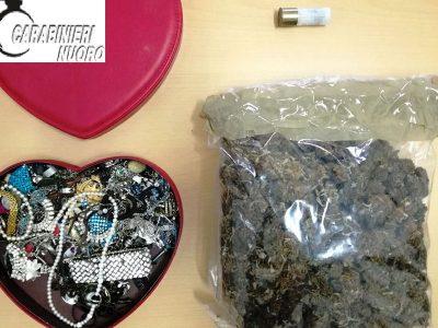 i gioielli e la droga sequestrati