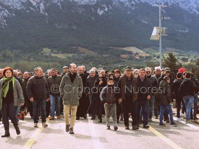 Oliena. Manifestazione per la chiusura del ponte di Oloè (foto Isabella Marceddu)