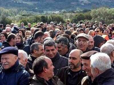 Manifestazione per la chiusura del ponte di Oloè (foto Isabella Marceddu)