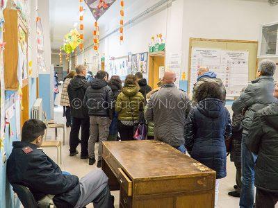 Nuoro, fila al seggio per le Politiche 2018 (foto S.Novellu)