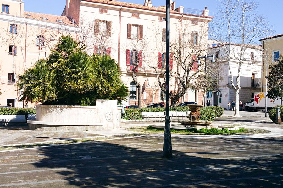 Uno scorcio dei giardini di piazza Vittorio Emanuele