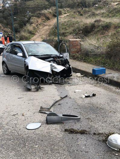 L'auto del giovane dopo l'incidente