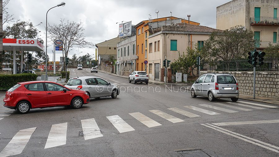 Traffico a rischio in via Trieste per il semaforo inattivo (foto S.Novellu)