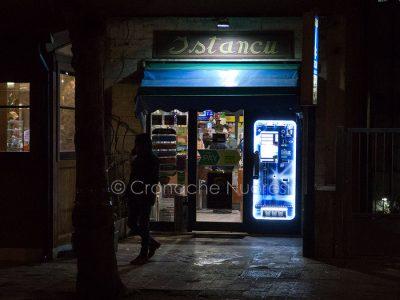 Nuoro. L'ingresso al tabacchino di viale Repubblica (foto S.Novellu)