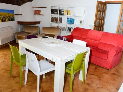 Il soggiorno della casa d dell'AIL di via Mannironi a Nuoro